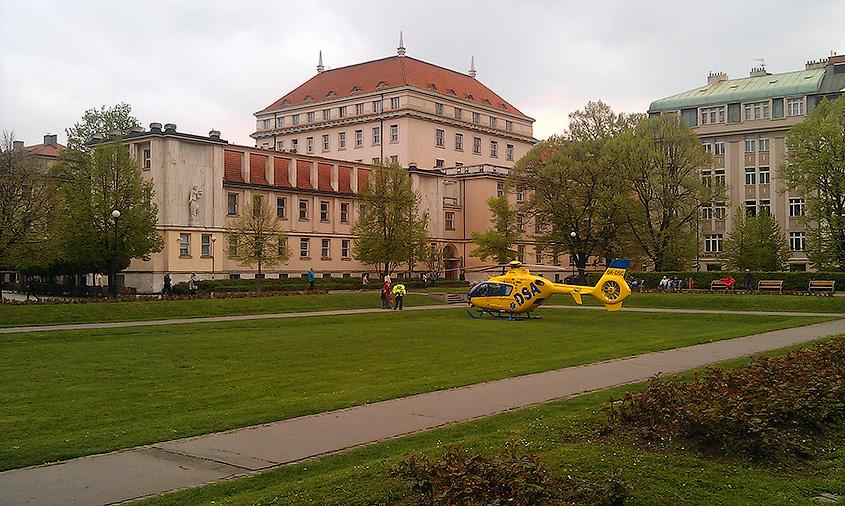 Вертолет пражской скорой помощи